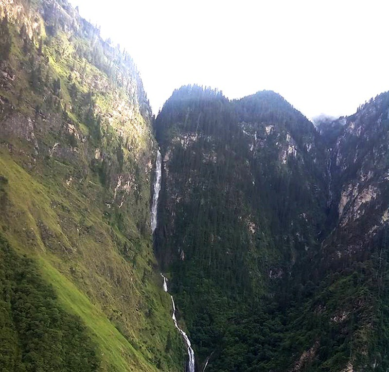 पचाल झरना उचाइँ ३८१ मिटर लामो
