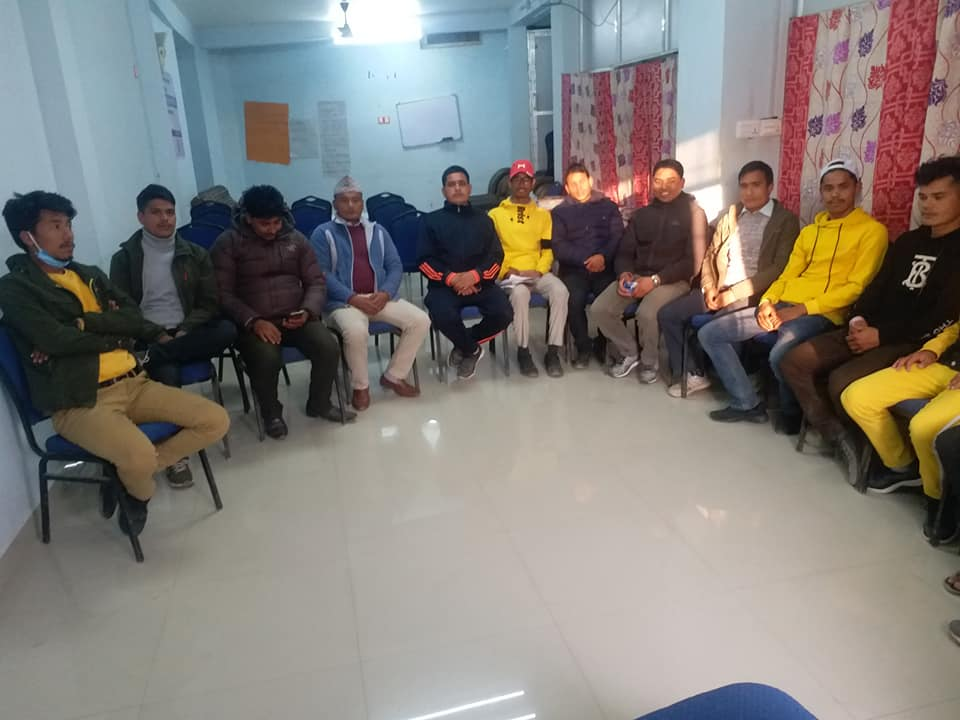 केन्द्रीय सदस्य बोगटीले भेटे विद्यार्थी र कर्मचारी
