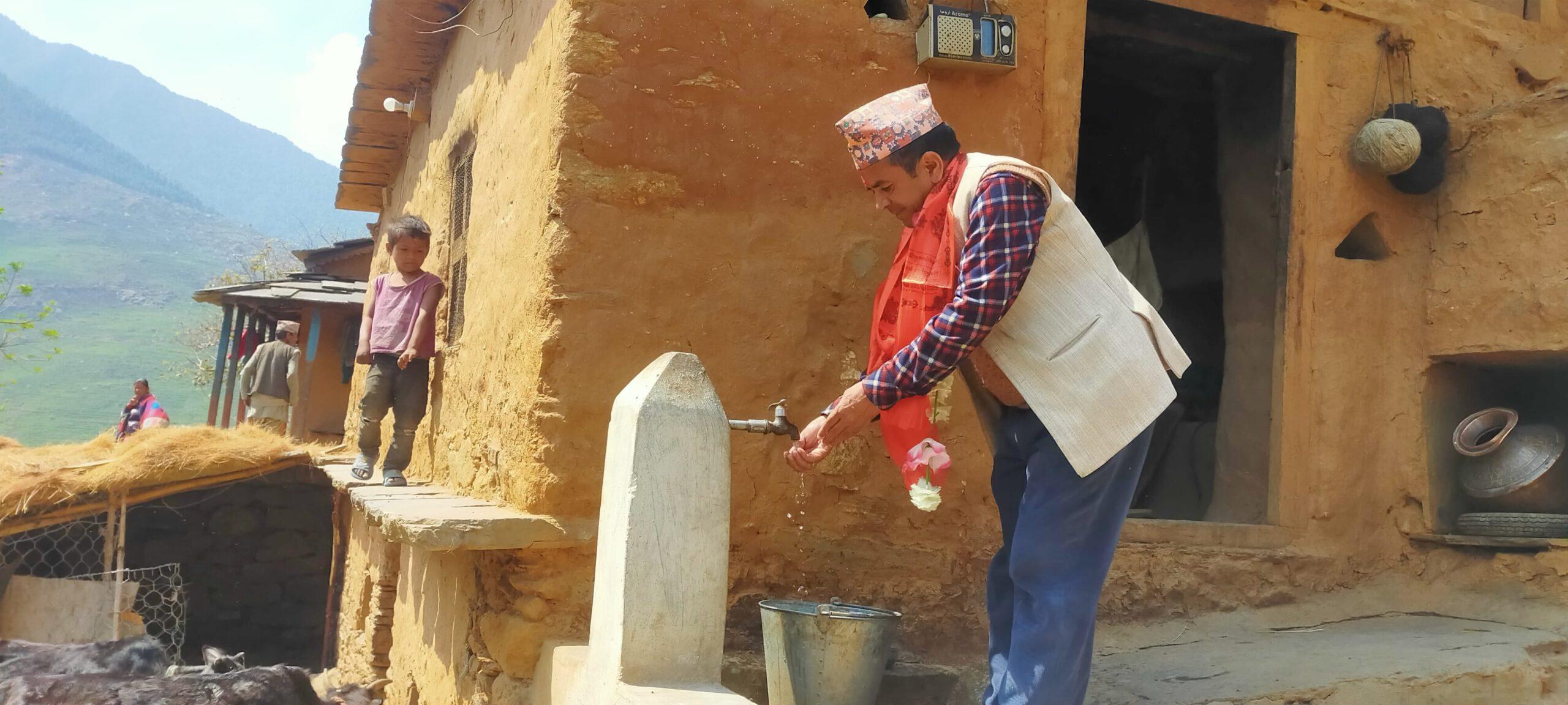 घर–घरमै धाराः हट्यो डोकोमा पानी बोक्ने दुःख